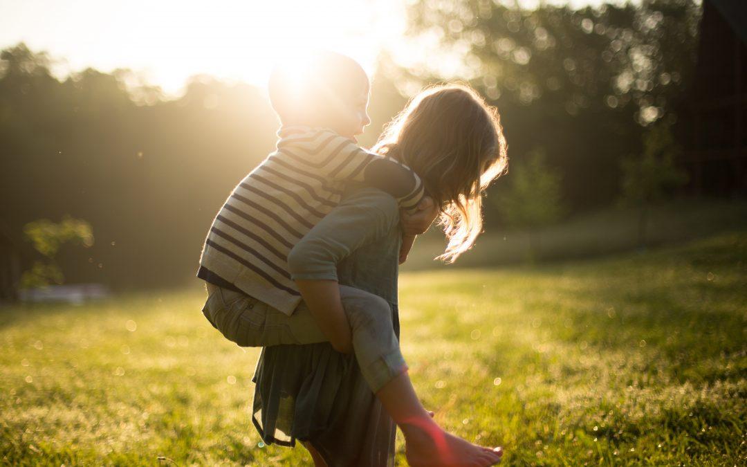 18 belangrijke redenen waarom een kind moet kunnen spelen (en bewegen)